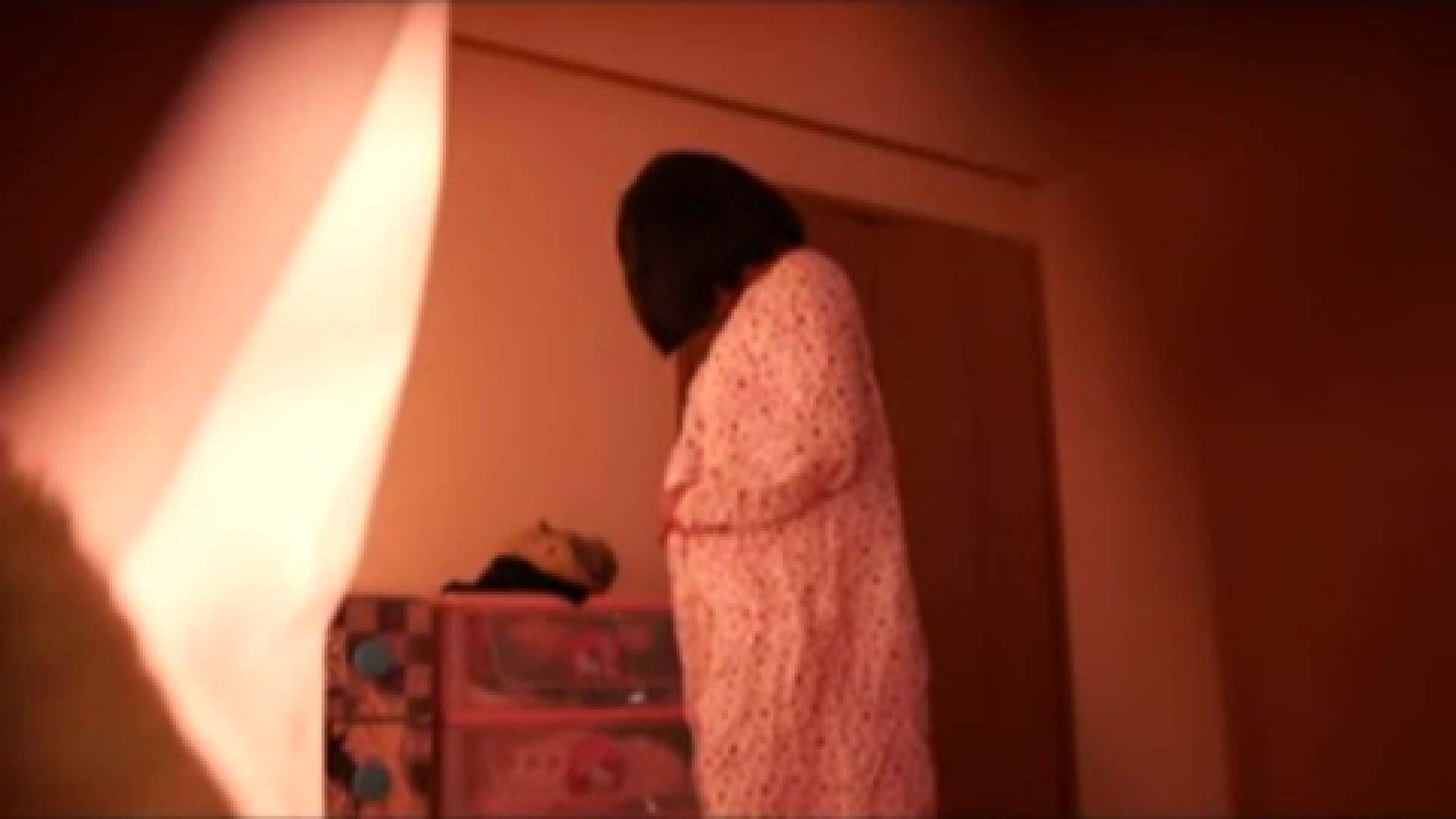 vol.2 まりこさんのお着替え、就寝前の映像です。 OL | 着替え  82連発 61