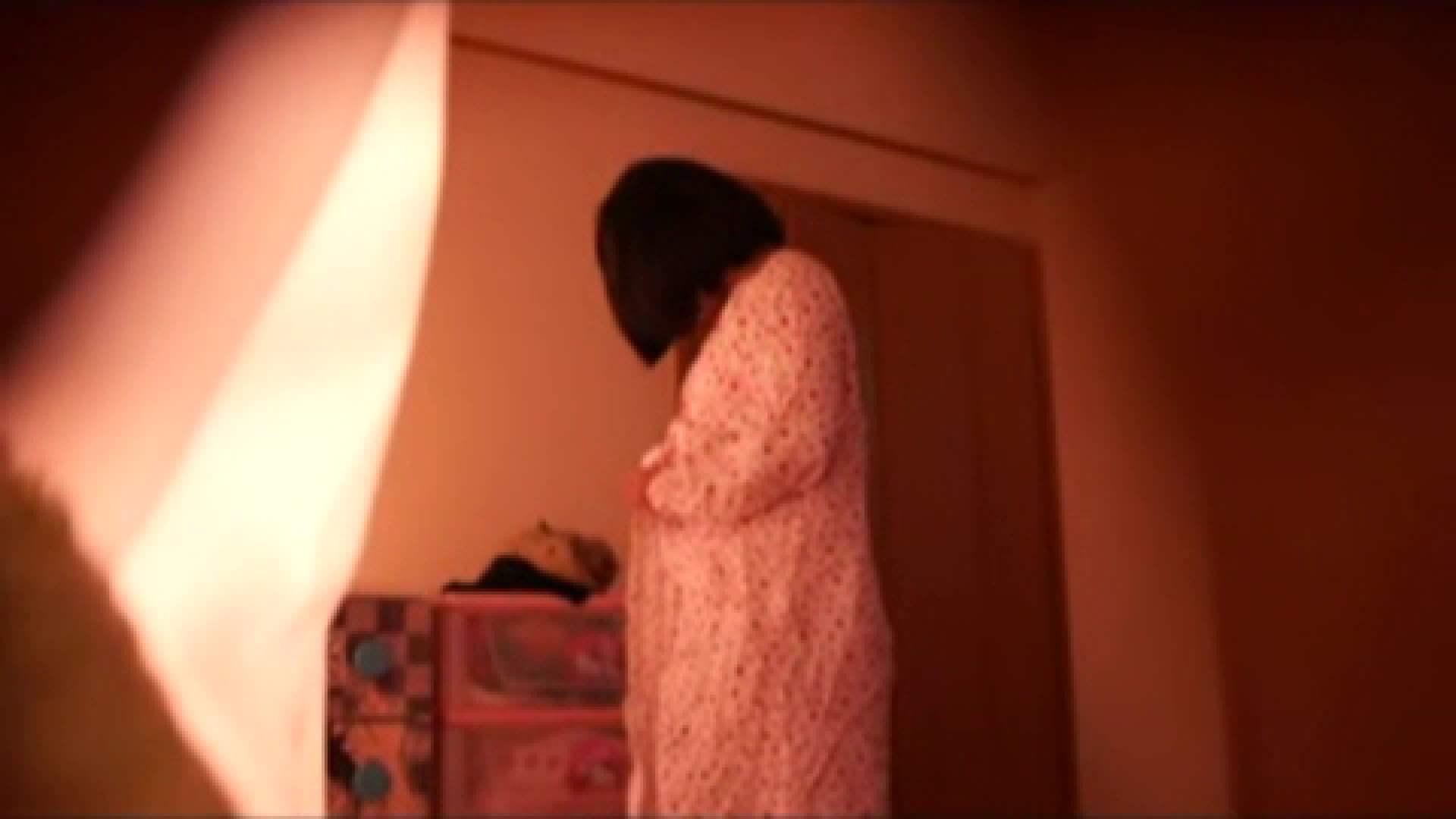 vol.2 まりこさんのお着替え、就寝前の映像です。 OL | 着替え  82連発 64