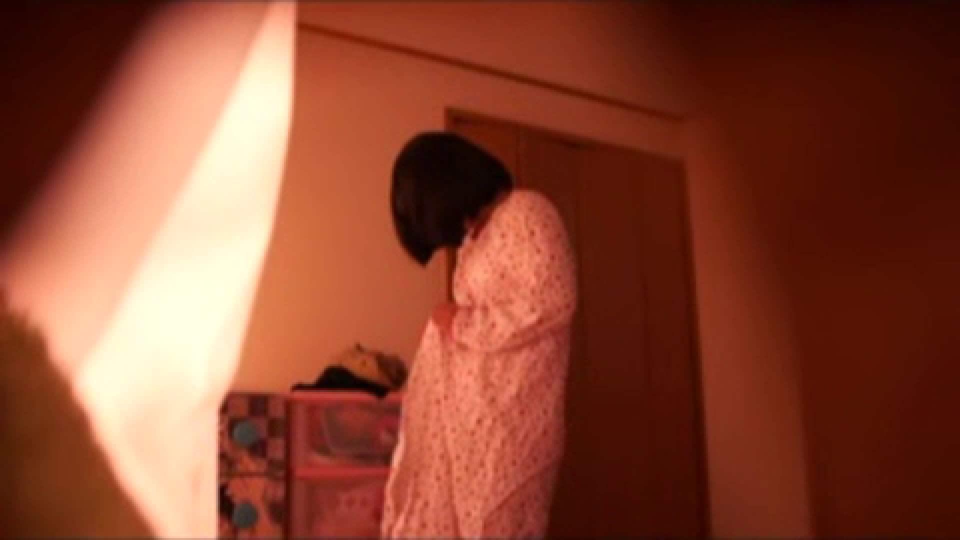 vol.2 まりこさんのお着替え、就寝前の映像です。 OL | 着替え  82連発 81