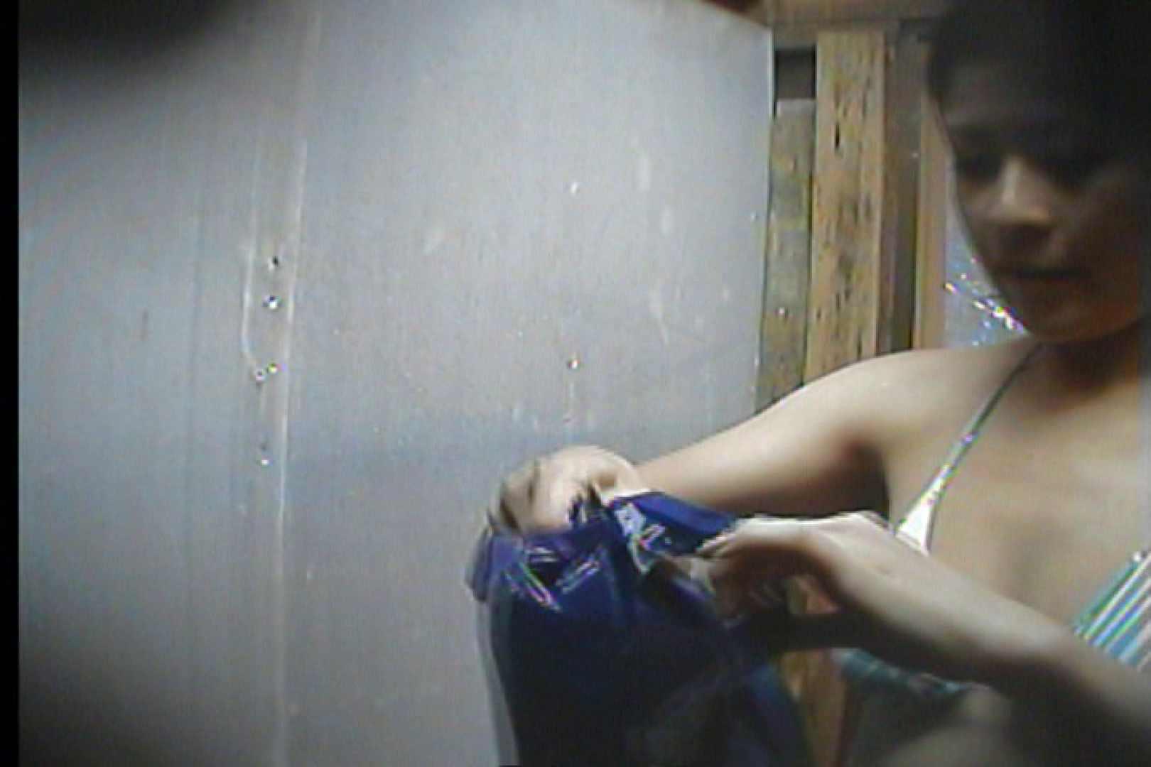 海の家の更衣室 Vol.19 シャワー中   OL  88連発 1