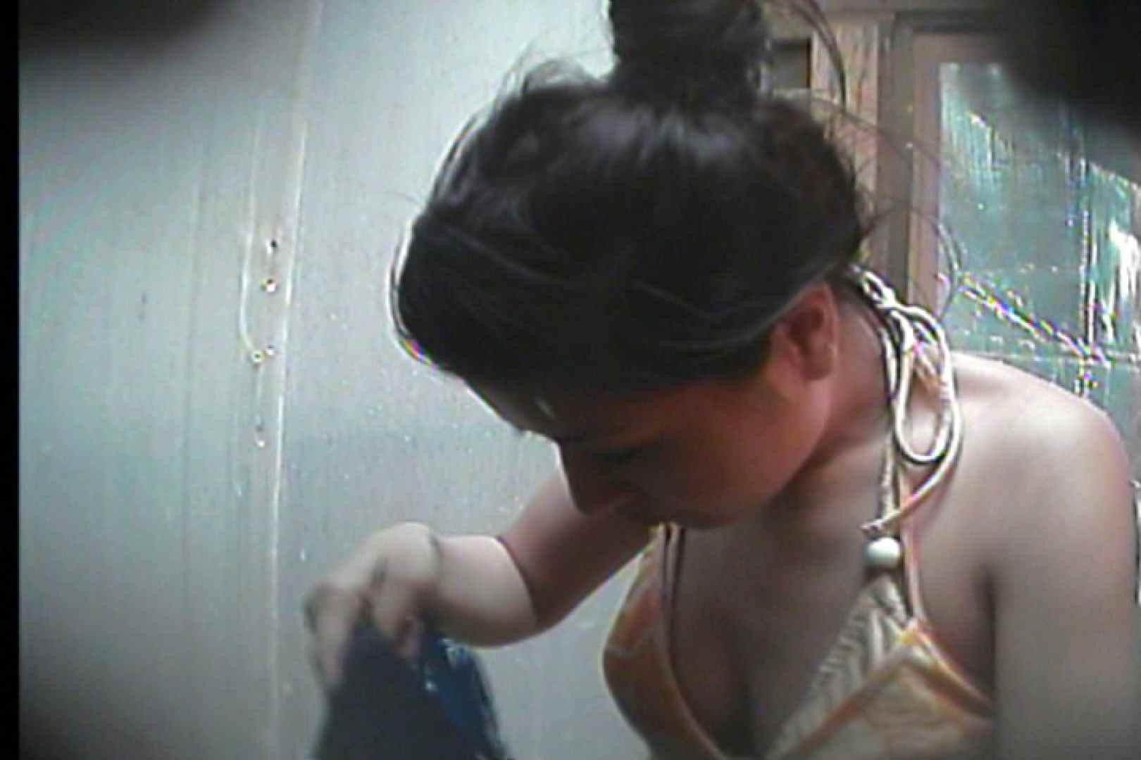 海の家の更衣室 Vol.19 シャワー中   OL  88連発 12
