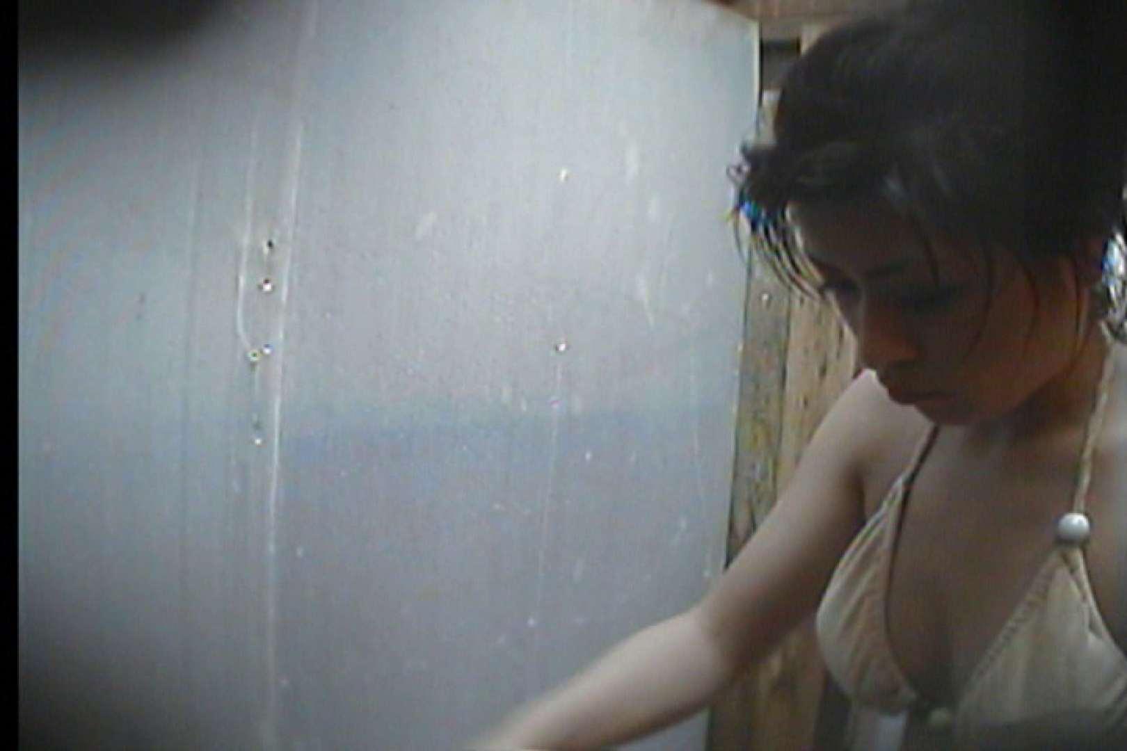 海の家の更衣室 Vol.19 シャワー中   OL  88連発 69