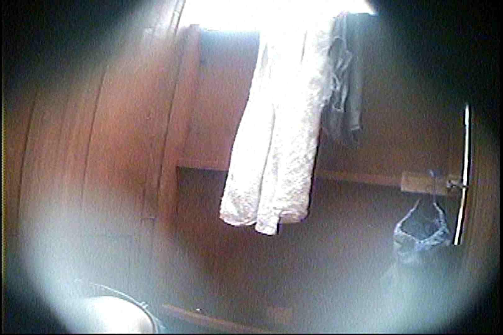 海の家の更衣室 Vol.27 シャワー中 | OL  80連発 46