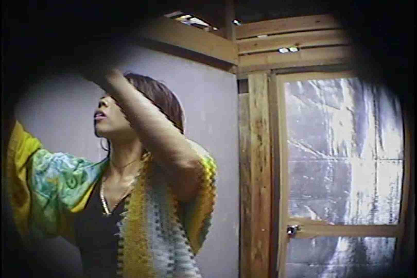 海の家の更衣室 Vol.45 シャワー中 | 美女達のヌード  64連発 16