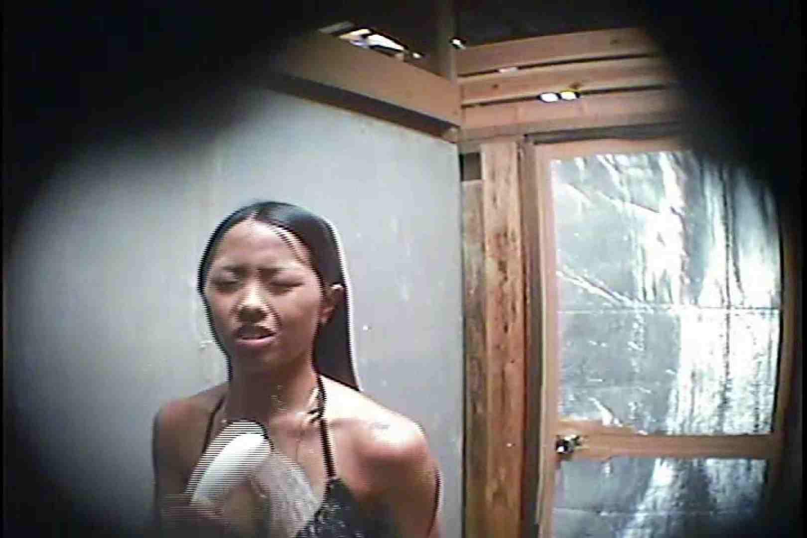 海の家の更衣室 Vol.45 シャワー中 | 美女達のヌード  64連発 32