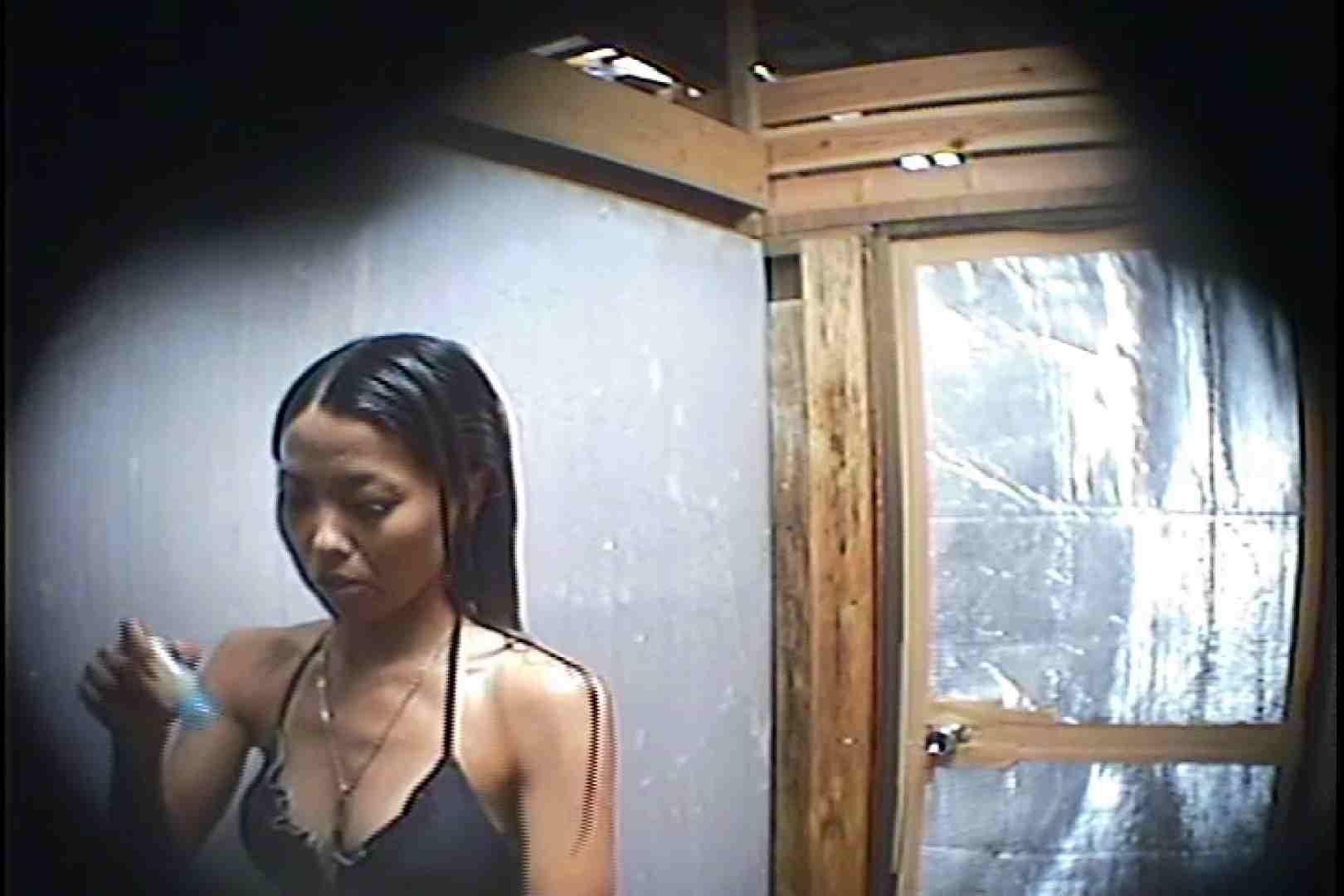 海の家の更衣室 Vol.45 シャワー中 | 美女達のヌード  64連発 40