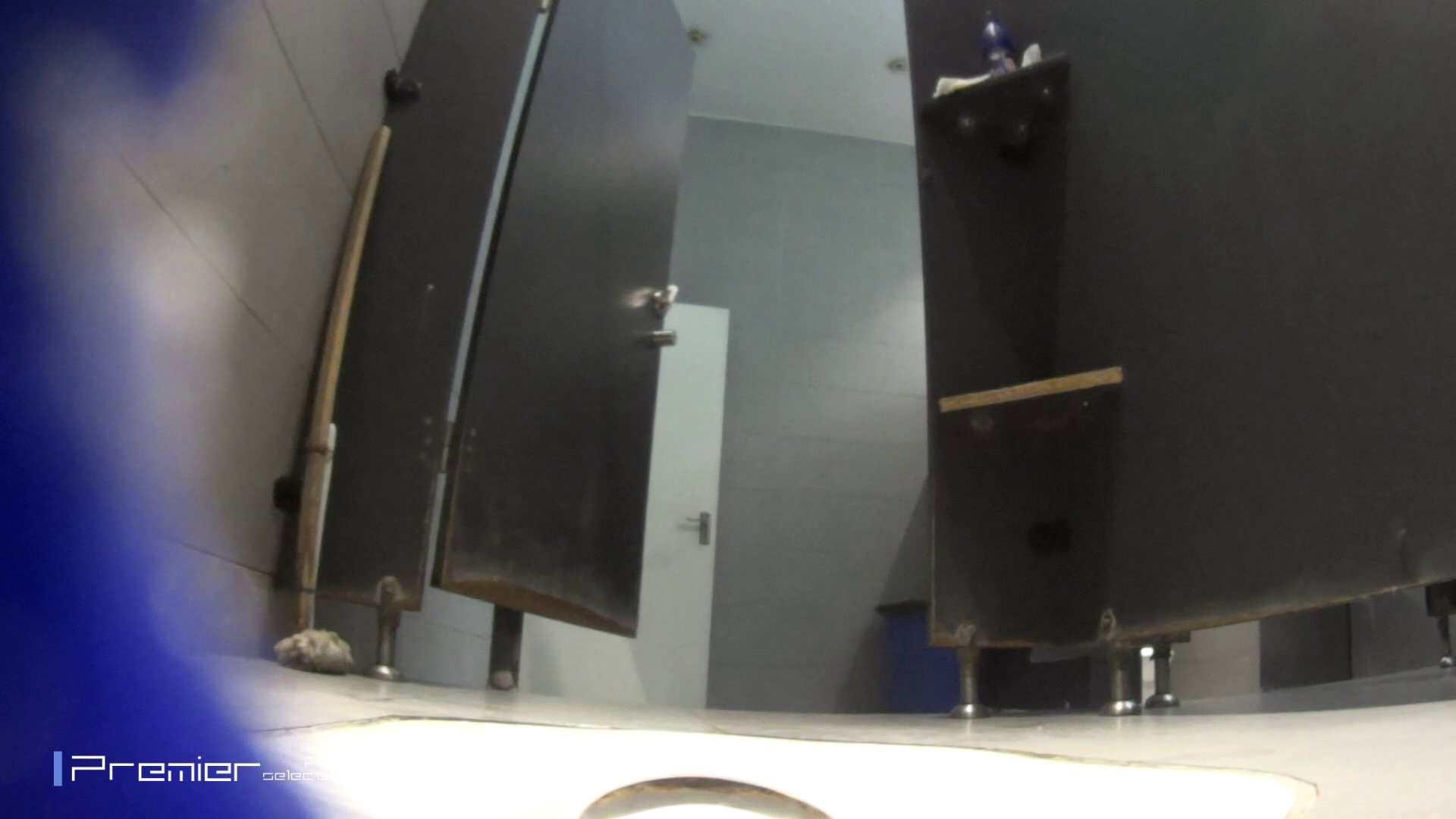 真夏のギャルの洗面所 大学休憩時間の洗面所事情52 洗面所着替え | お姉さん達のヌード  99連発 31