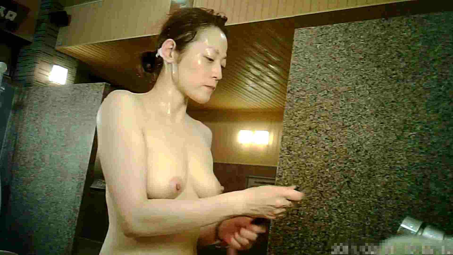 盗撮おまんこ Vol.13 洗い場!柔らかそうな乳房がを支えてあげたいし舐めたい 怪盗ジョーカー