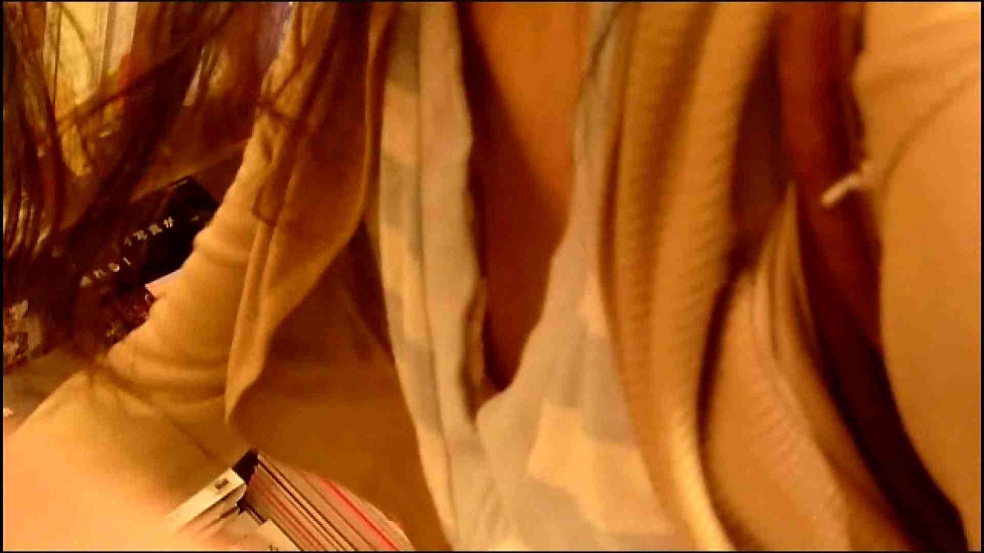 盗撮おまんこ NO.3 某イオNN店内のエレベーター前でケータイに夢中な女の子 怪盗ジョーカー