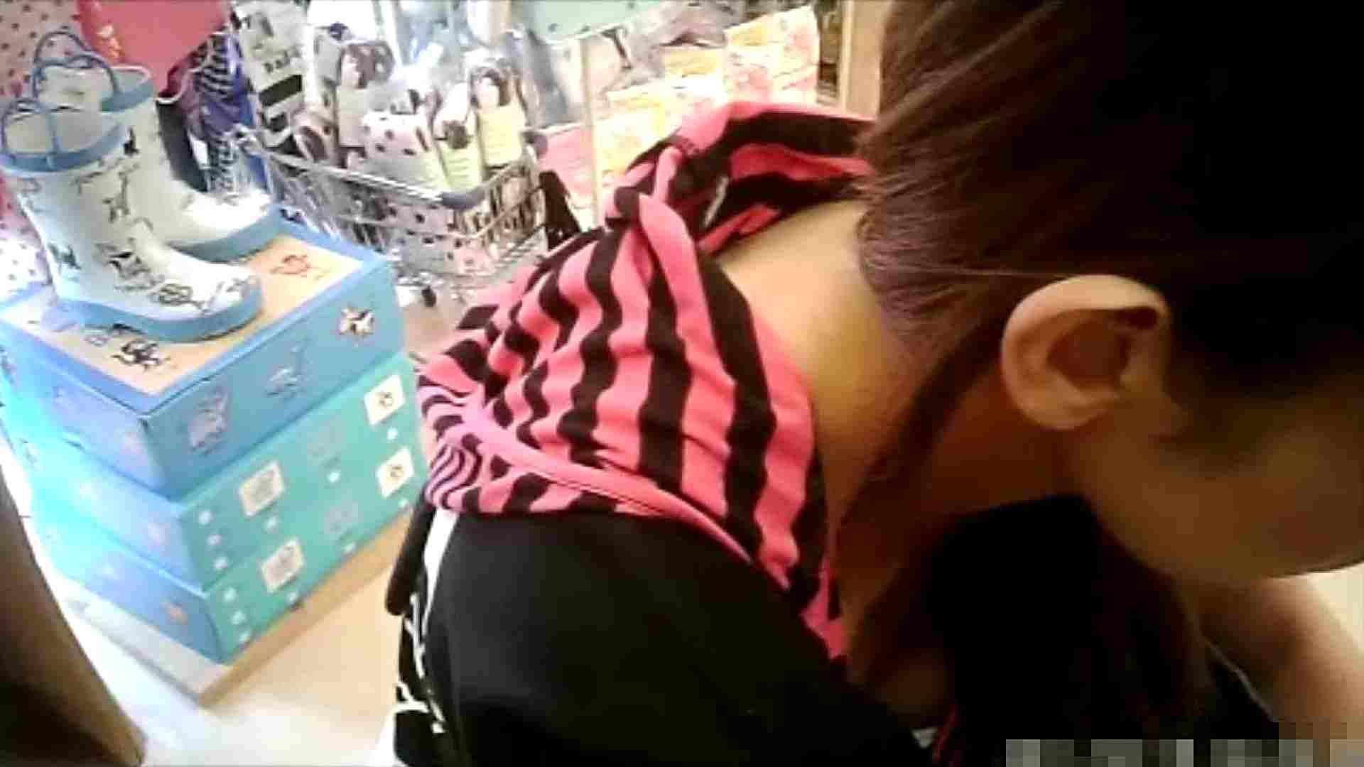 NO.6 雑貨屋で買い物中のガーリーな女の子 胸チラ   チラ  22連発 19
