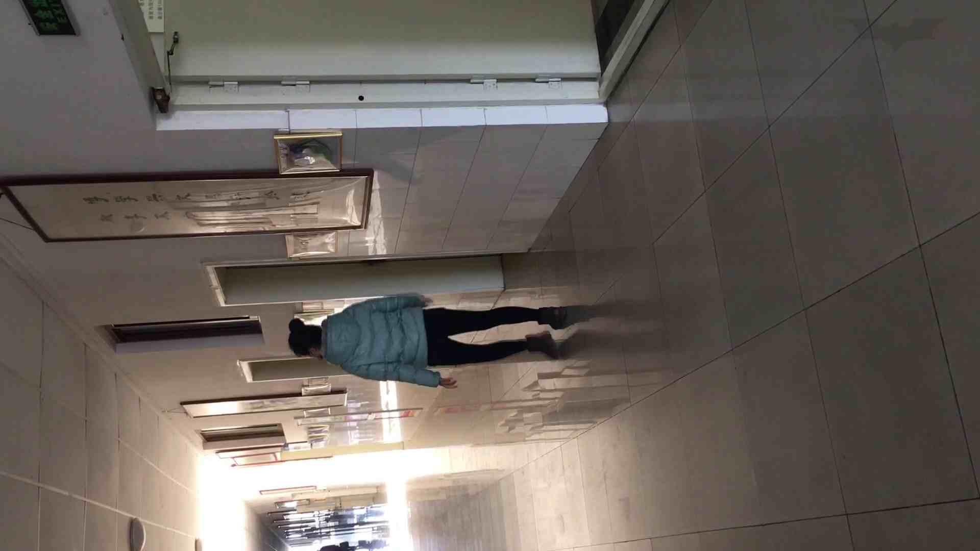 芸術大学ガチ潜入盗撮 JD盗撮 美女の洗面所の秘密 Vol.89 洗面所着替え | 潜入エロ調査  77連発 10