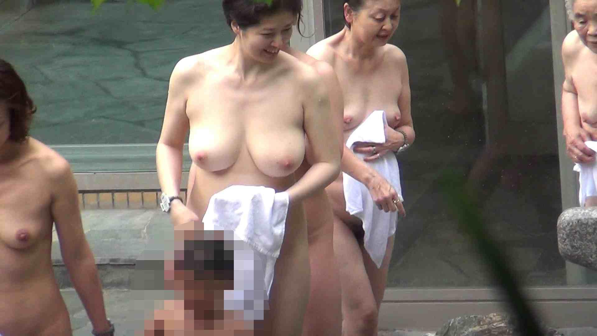 Vol.29 ピンクとブラウンの爆乳コンビ 露天風呂の女達 | OL  90連発 2
