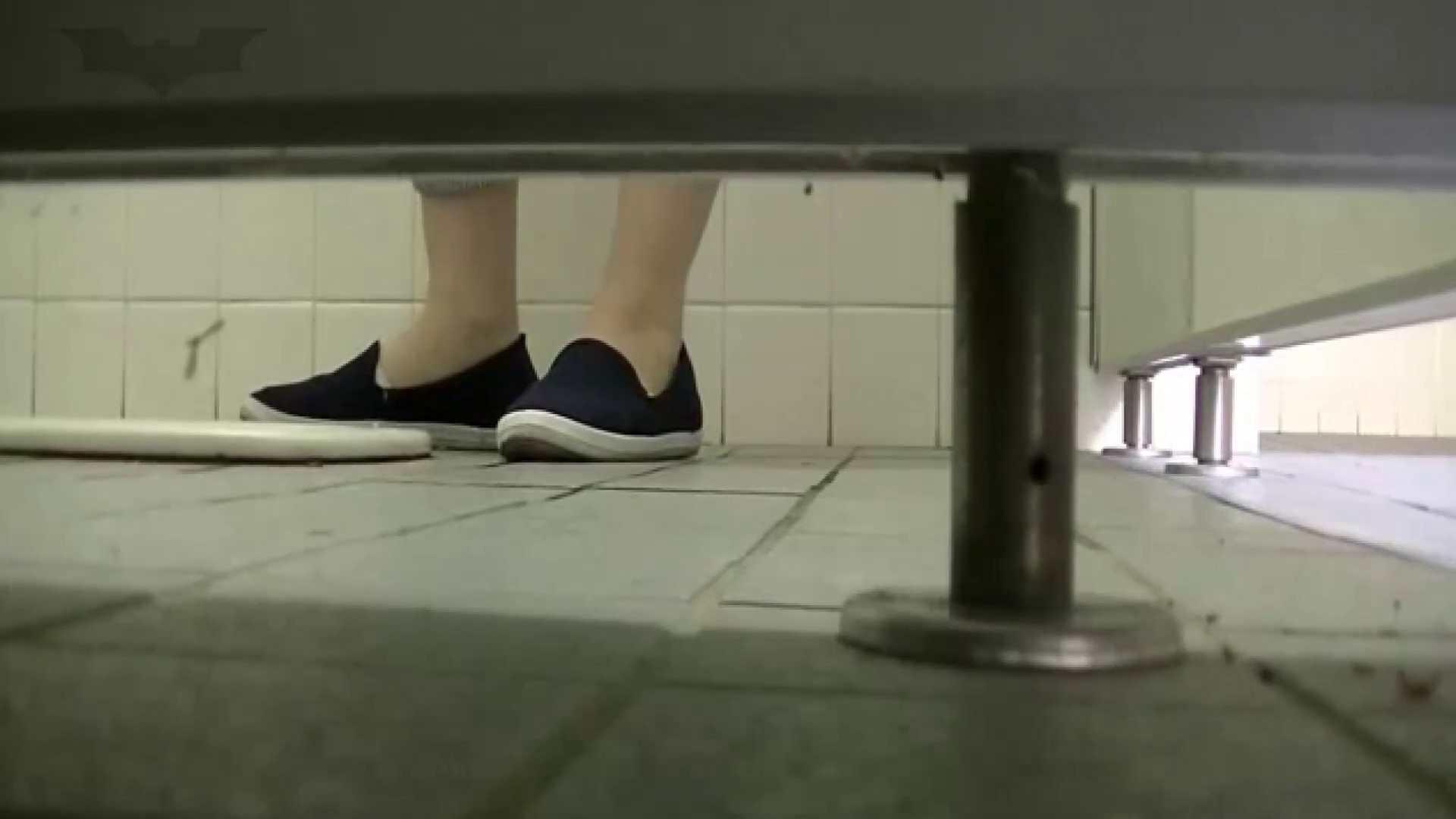 夏の思い出浜辺トイレ盗撮Vol.24 和式 | OL  78連発 1