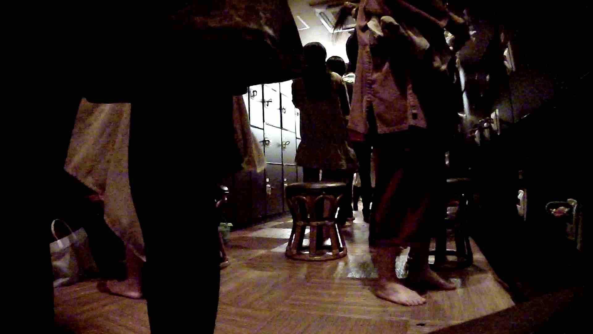 脱衣所!オムニバス 大混雑!注目はあの人の御御足でしょう。 潜入エロ調査   銭湯  51連発 24