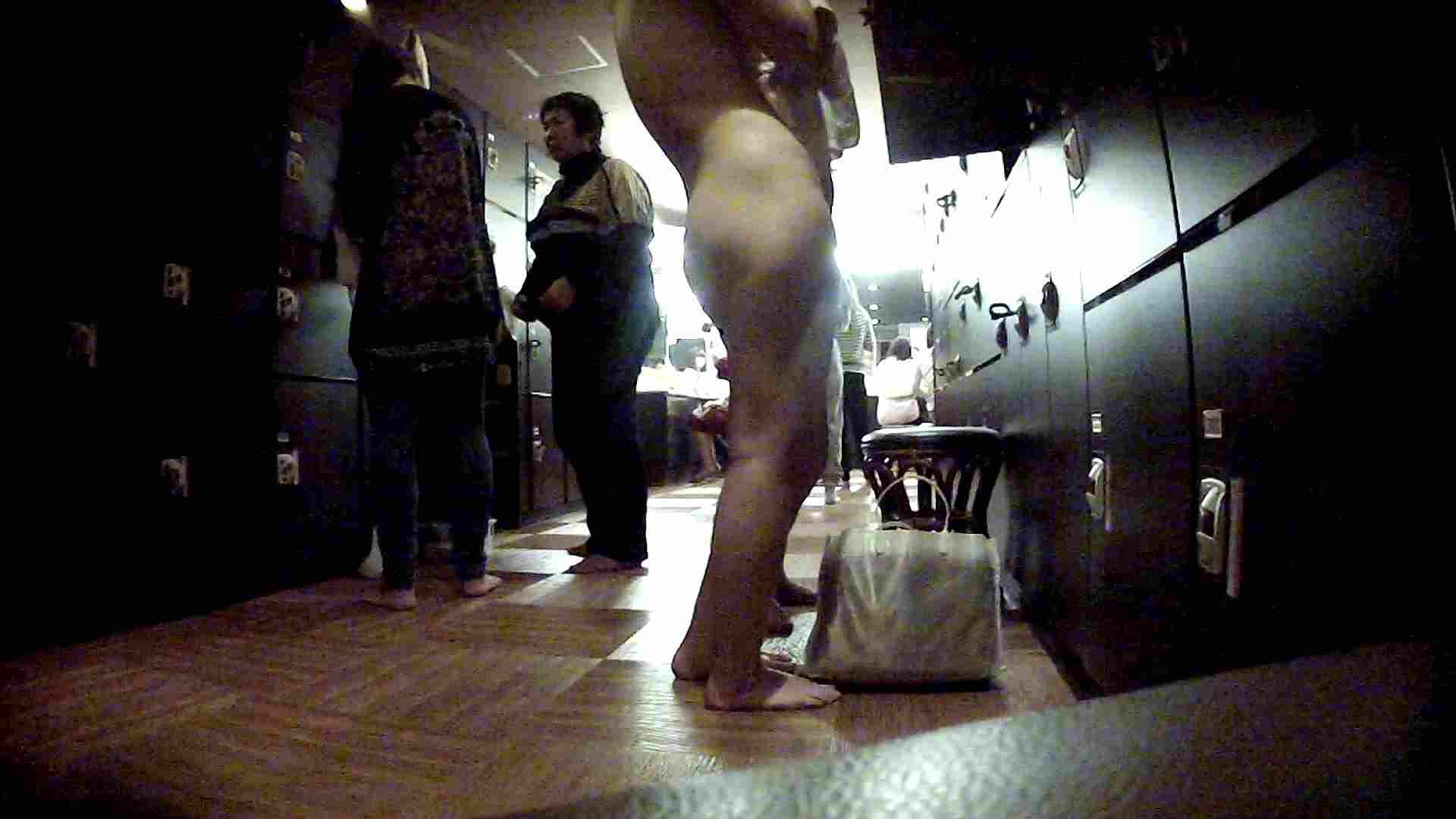 脱衣所!オムニバス 大混雑!注目はあの人の御御足でしょう。 潜入エロ調査   銭湯  51連発 45