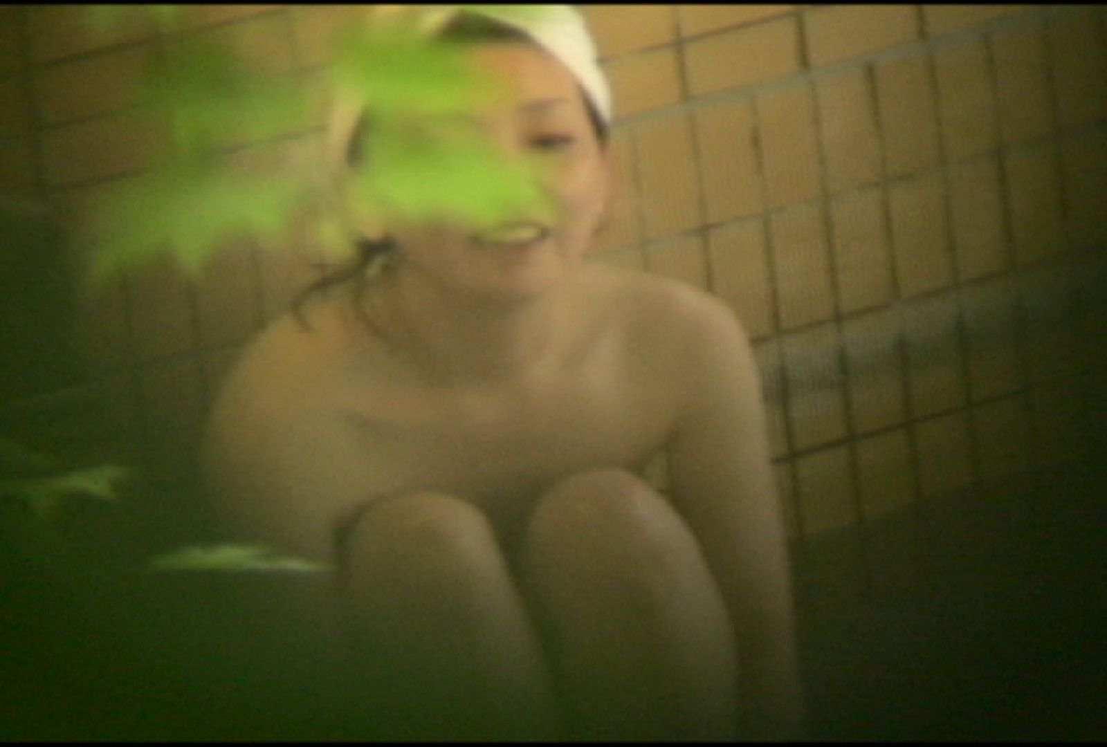 No.5 イイ笑顔ですねぇ、もう少しで割れ目さん見えたのに・・・ 美女達のヌード | 露天風呂の女達  81連発 2