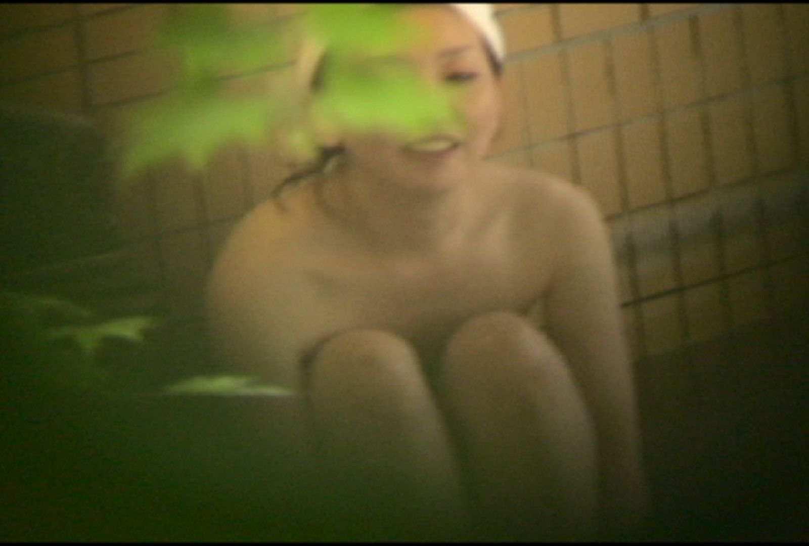 No.5 イイ笑顔ですねぇ、もう少しで割れ目さん見えたのに・・・ 美女達のヌード | 露天風呂の女達  81連発 3