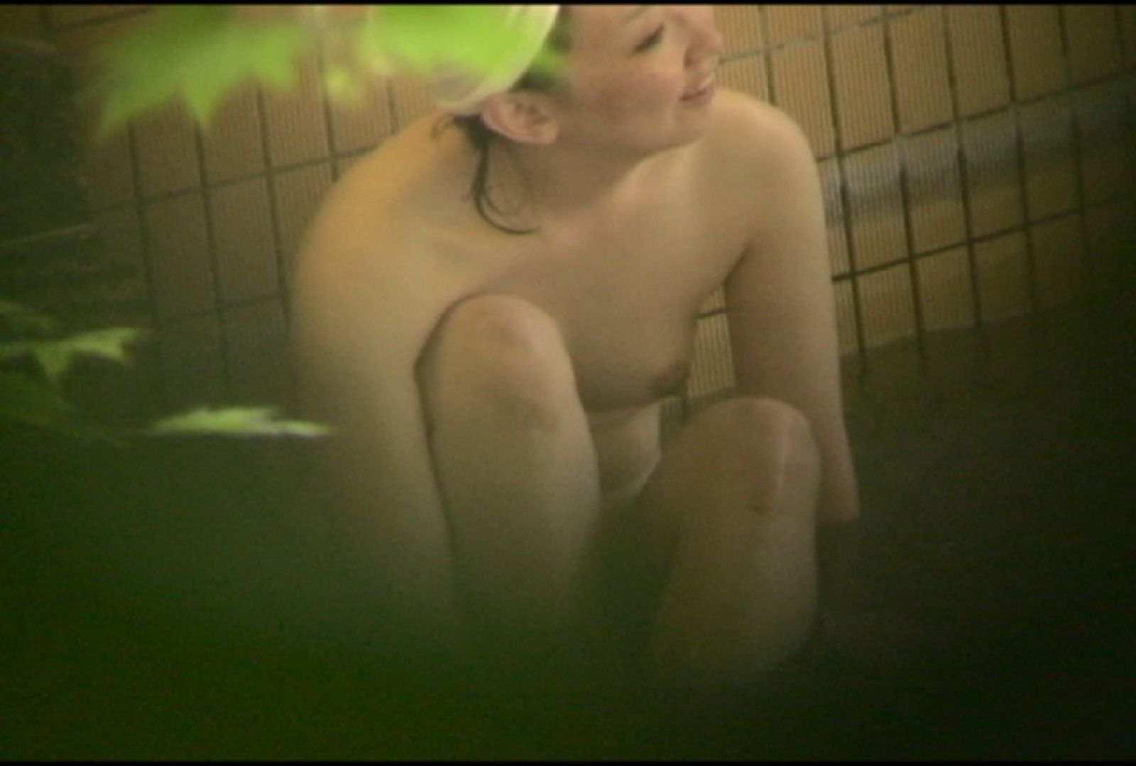 No.5 イイ笑顔ですねぇ、もう少しで割れ目さん見えたのに・・・ 美女達のヌード | 露天風呂の女達  81連発 25