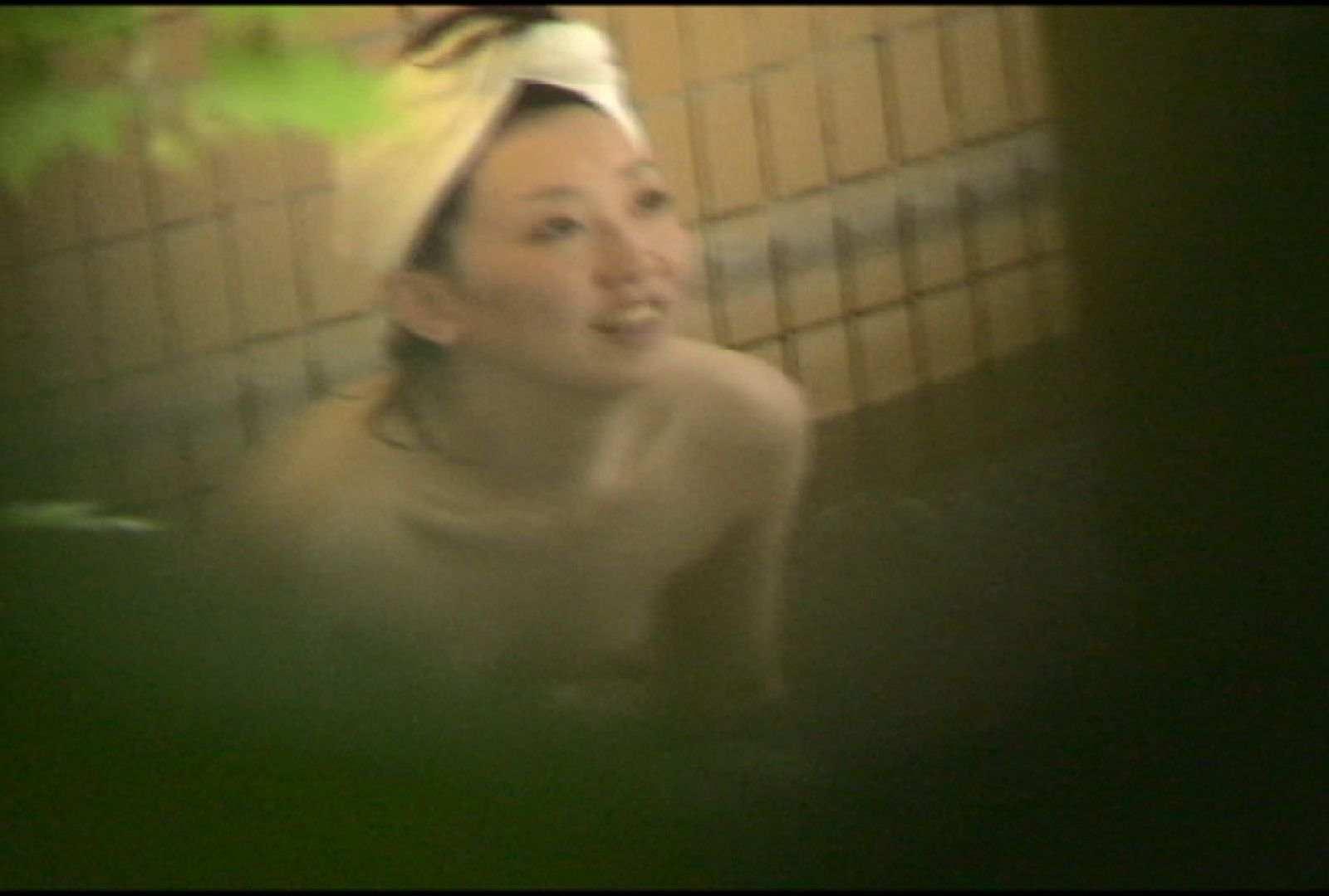 No.5 イイ笑顔ですねぇ、もう少しで割れ目さん見えたのに・・・ 美女達のヌード | 露天風呂の女達  81連発 27