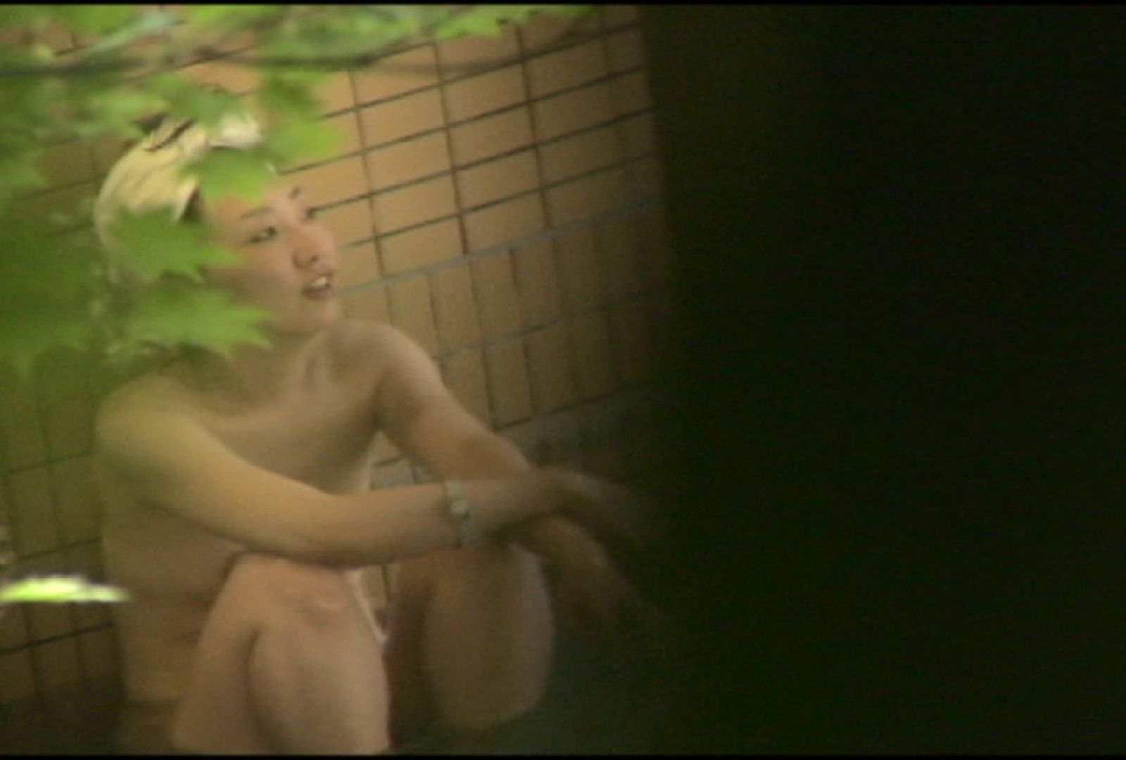 No.5 イイ笑顔ですねぇ、もう少しで割れ目さん見えたのに・・・ 美女達のヌード | 露天風呂の女達  81連発 80