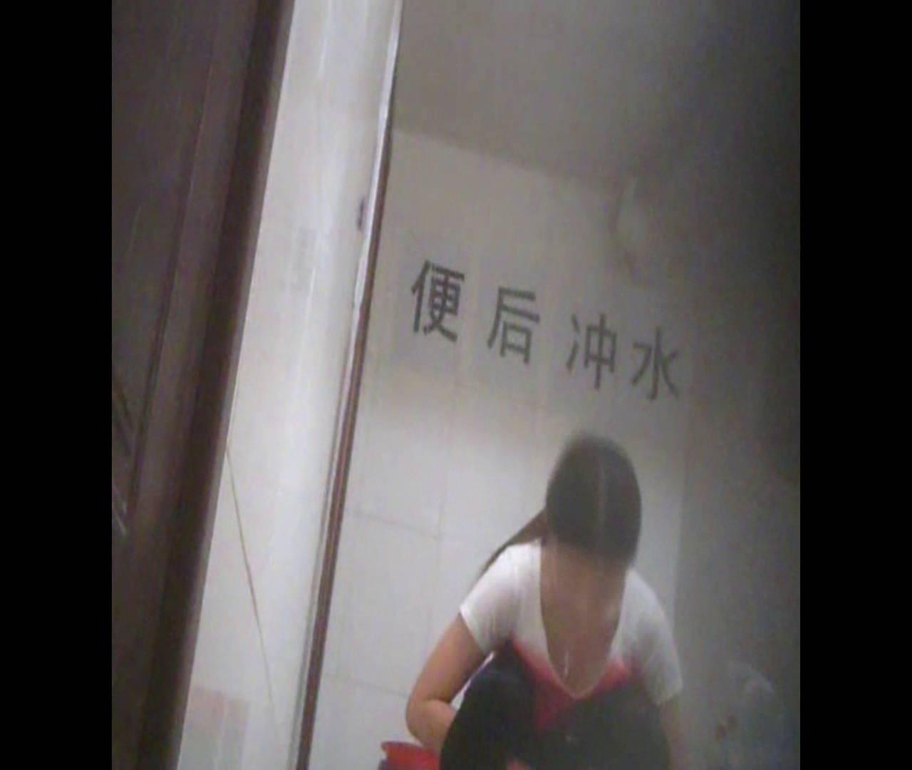 Vol.02 かがむ時の胸元は要注意! 洗面所着替え | OL  31連発 21