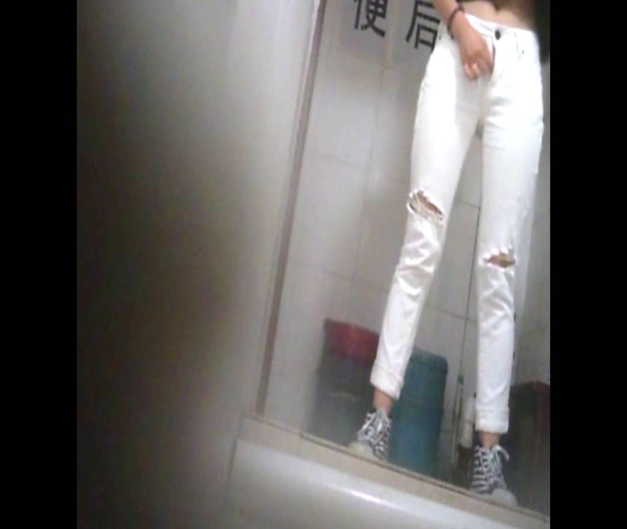 Vol.47 二度目の登場!絶対白いズボンの時は・・・ 洗面所着替え | 全身丸見え  30連発 2