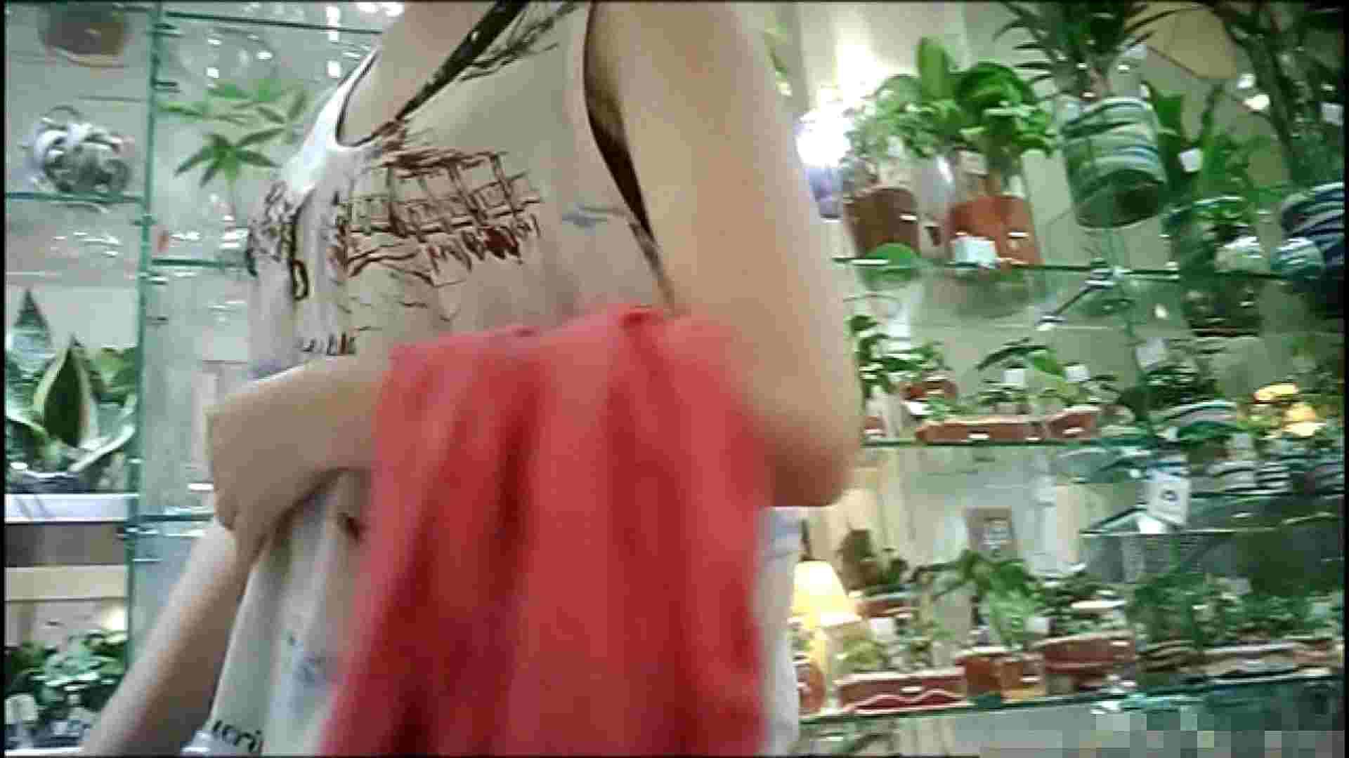 NO.1 普段から胸元がゆるい友達【某ファッションビル内の雑貨屋】 友人 | 胸チラ  68連発 23