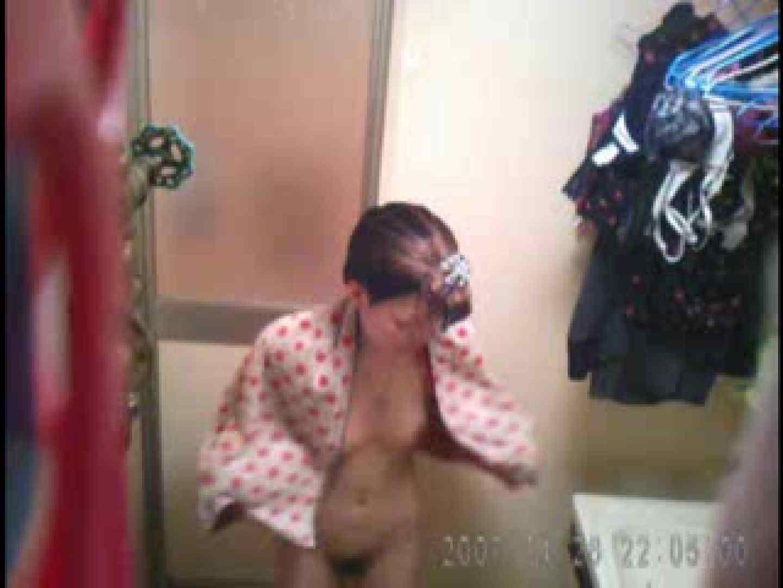 父親が自宅で嬢の入浴を4年間にわたって盗撮した映像が流出 盗撮エロすぎ | 脱衣所  47連発 39